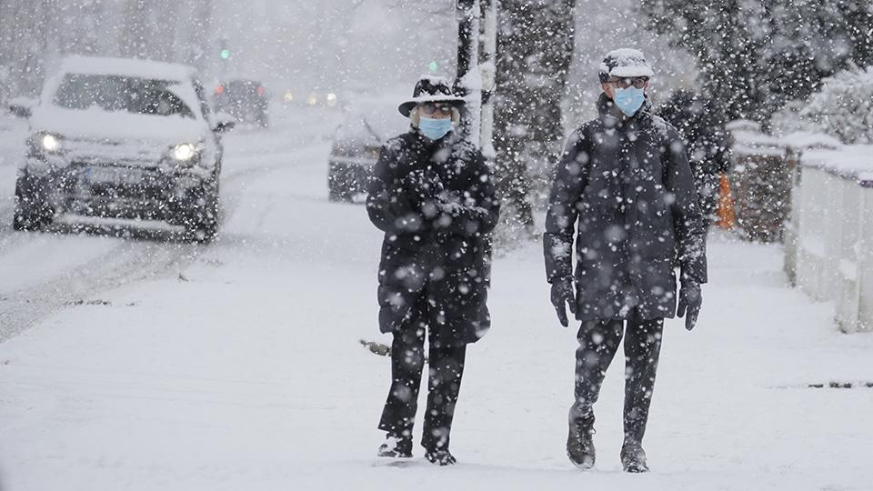 Heavy snow hits London