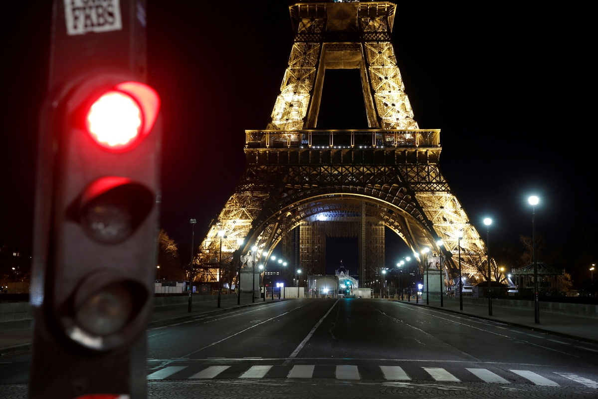 Lockdown or not - France weighs up new rules to curb COVID-19
