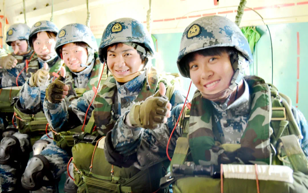 In pics: Chinese female soldiers show their beautiful and cool style