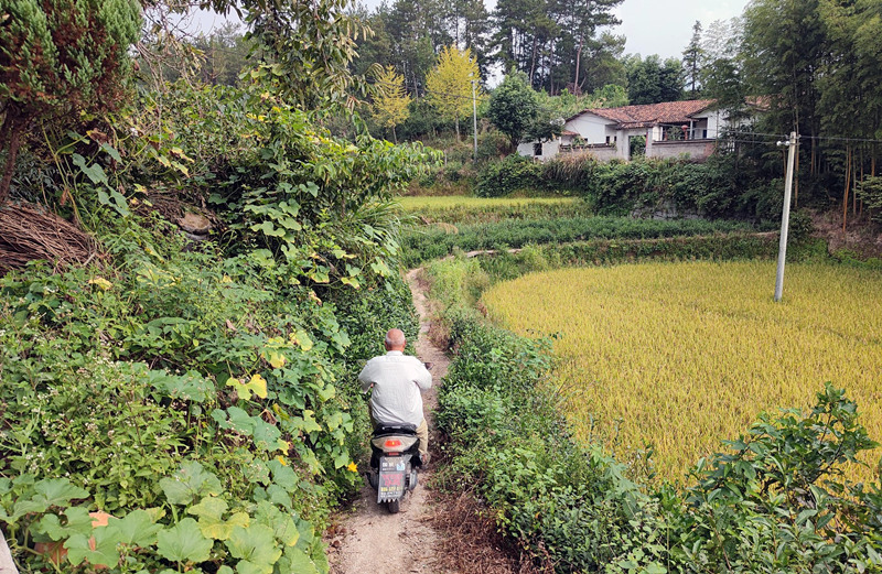 China underlines well-being of left-behind children, elderly in holiday