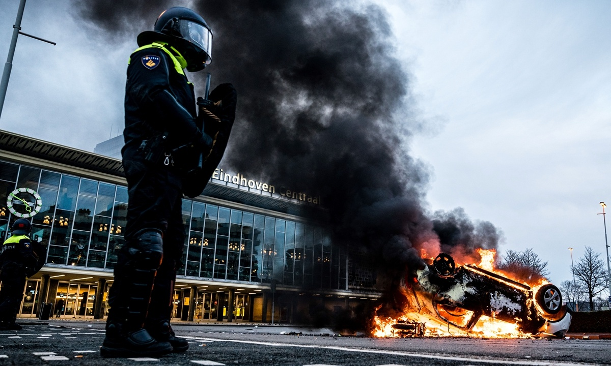 Dutch government says won't bow to curfew because of riot by 'scum'