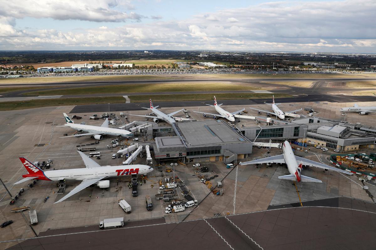 UK bans flights from UAE