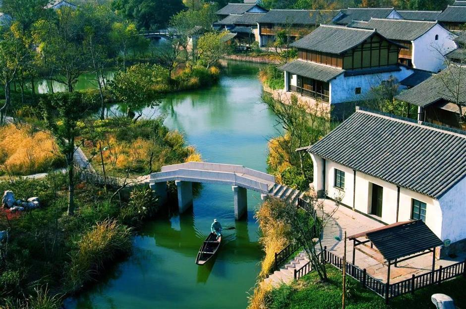 Hangzhou enticing non-natives to stay put over holiday
