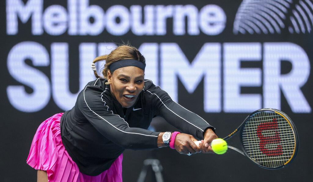 Serena Williams through easily in Australian Open tuneup