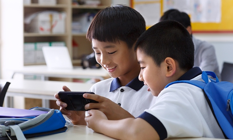 China bans smartphones in schools, unless students have parent's consent and written application