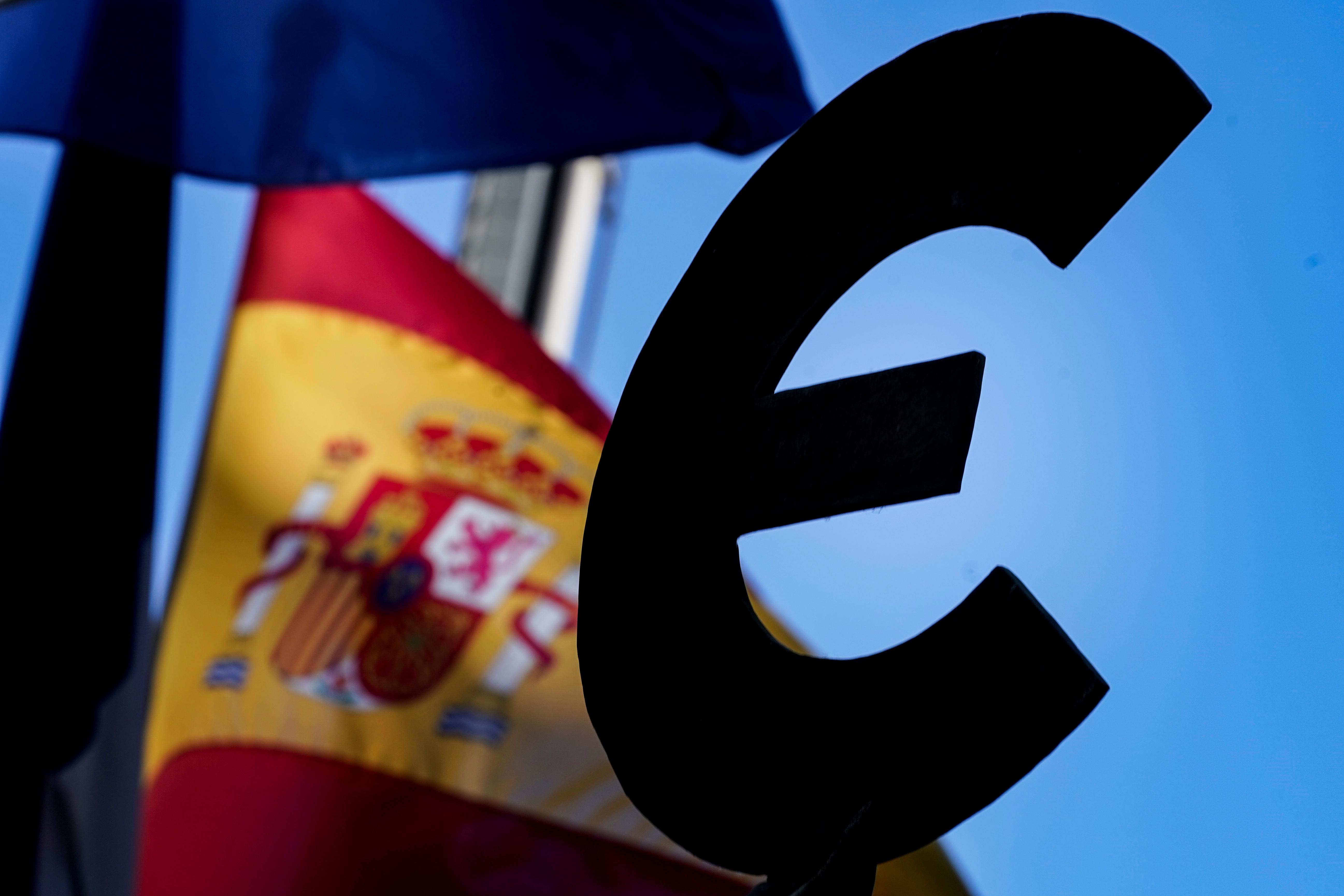 Eurozone economy shrank less than expected in 2020