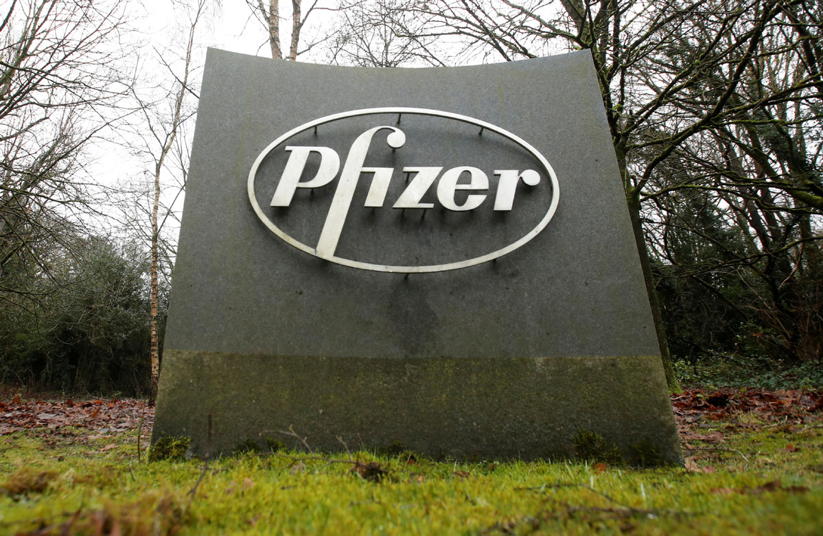 Pfizer targets at least 2 bln COVID-19 vaccine doses this year, sees $15 bln in 2021 from the shots
