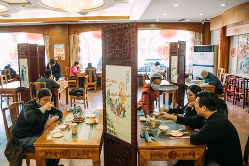 Beijing asks diners to keep gatherings to no more than 10 people