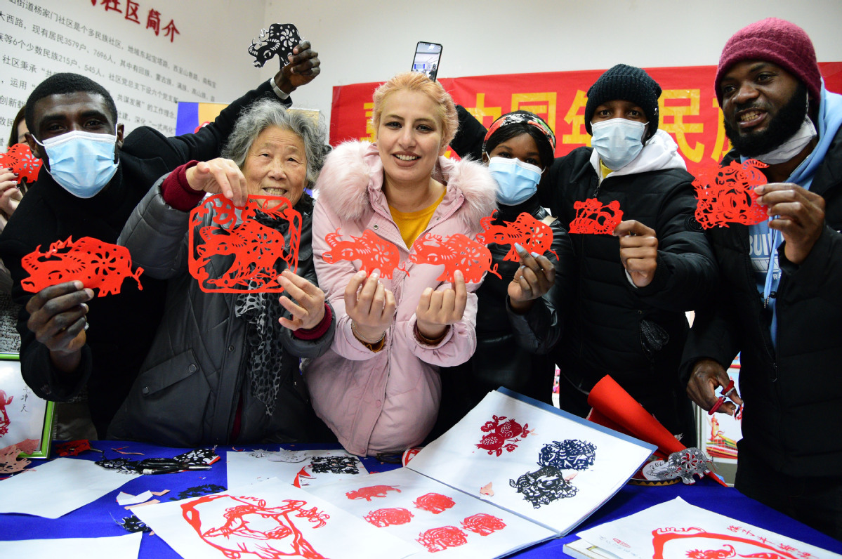 Int'l students enjoy festival welcome