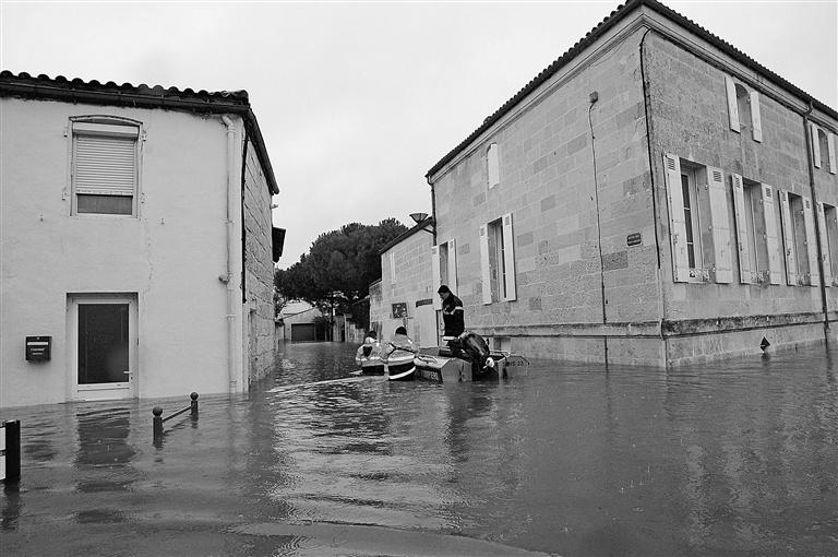 Severe flooding hits southwest France