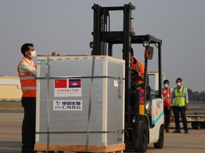 1st batch of China's COVID-19 vaccines arrives in Cambodia