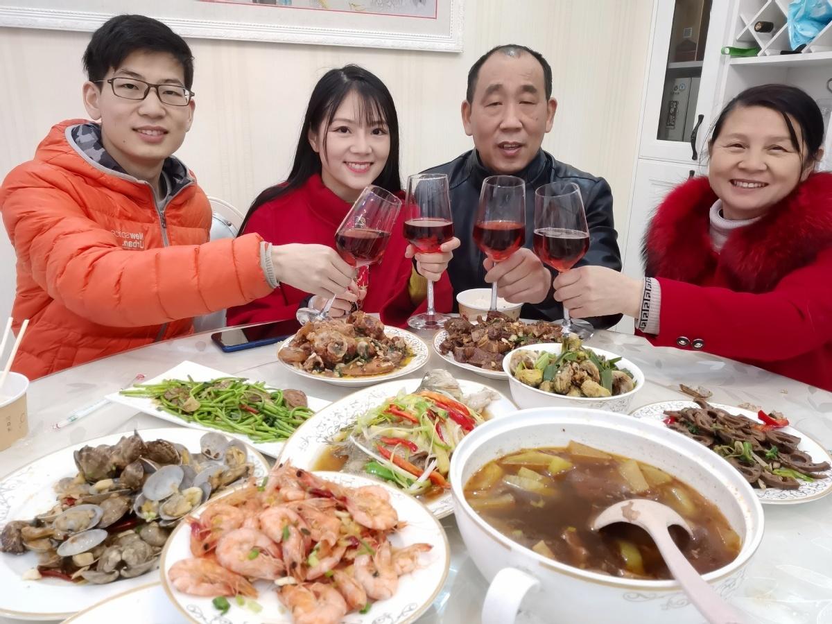 Wuhan prepares for happier Spring Festival