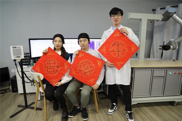'Mind-written' couplets add technology to Spring Festival celebrations
