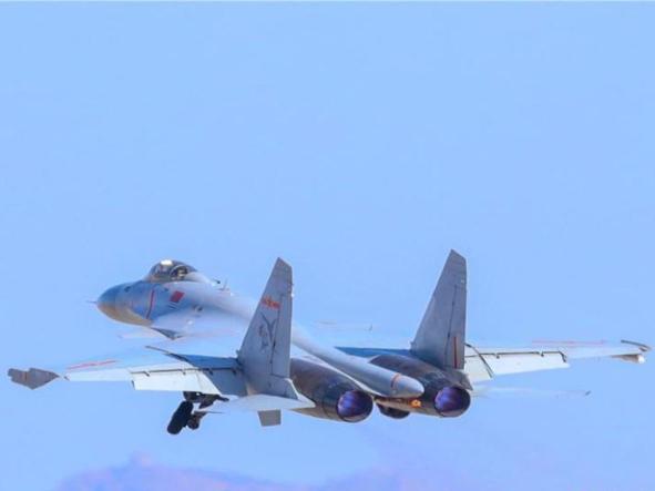 PLA Naval Aviation University organizes flight training