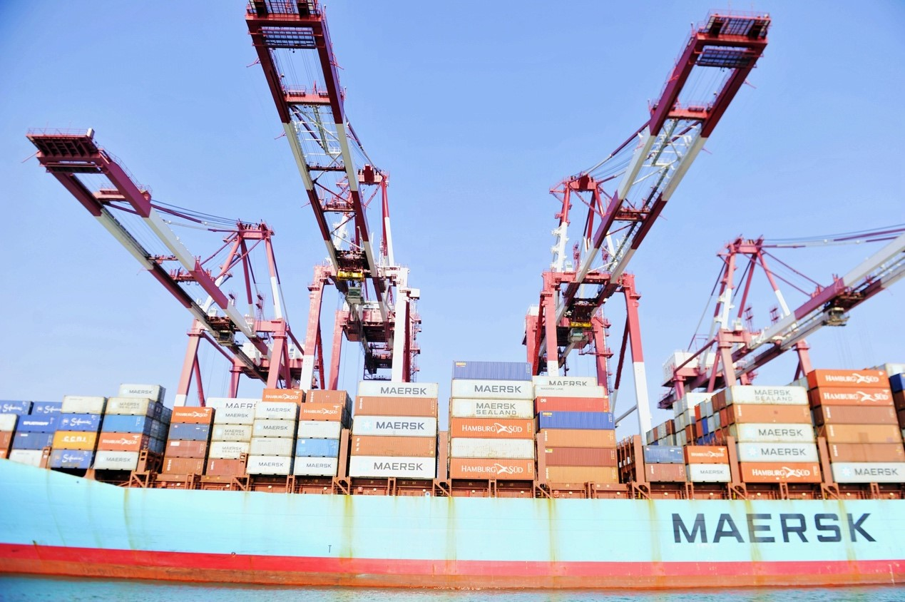 Qingdao port in E China's Shandong busy in Chinese New Year