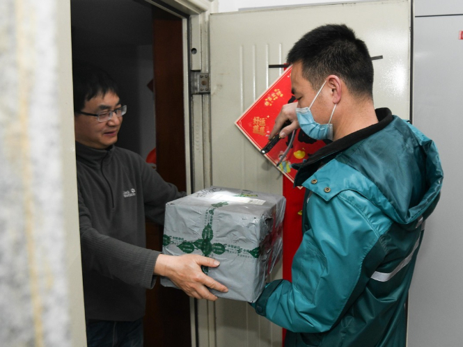 People stick to posts on Chinese New Year Eve