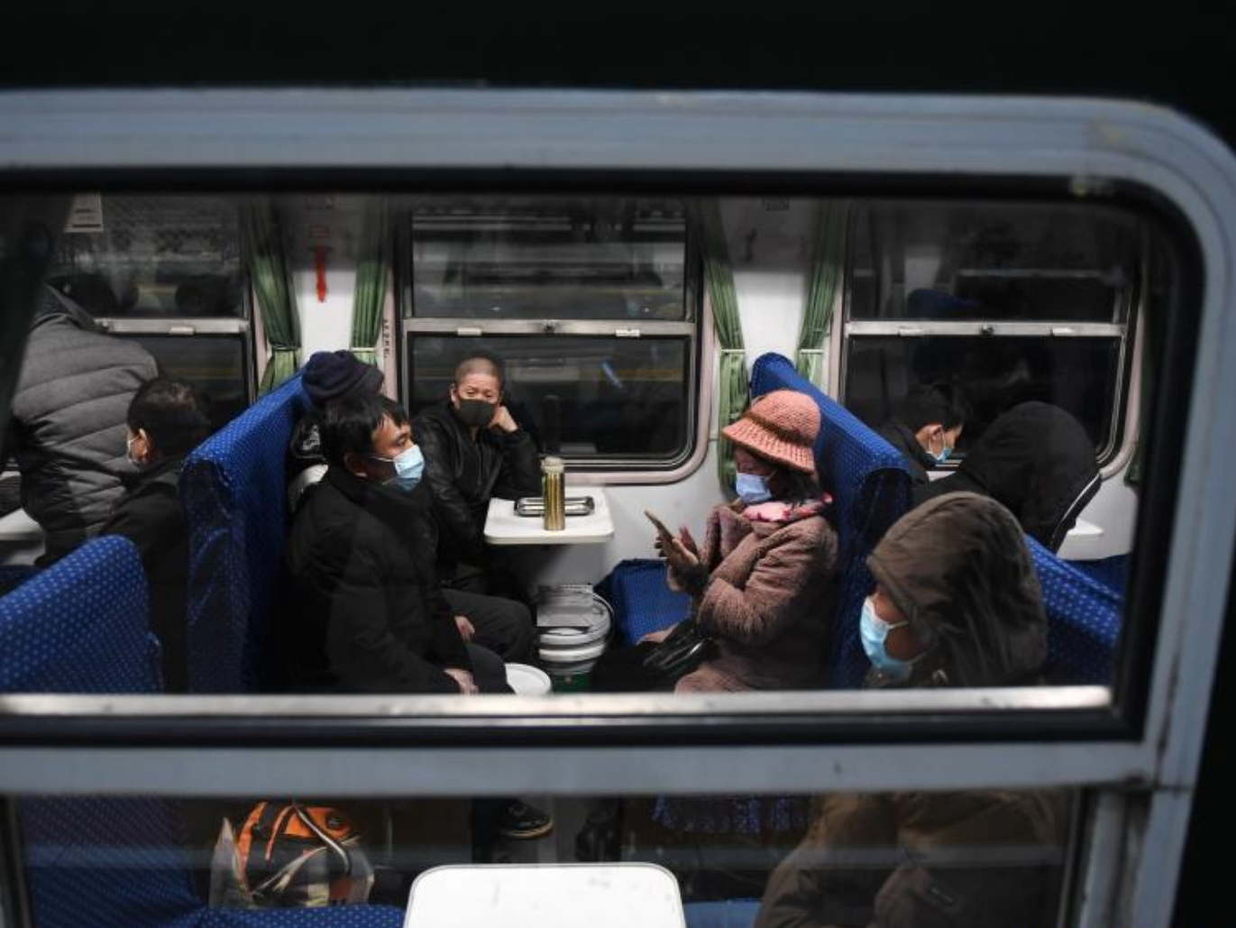 Spring Festival railway travel drops sharply amid epidemic control