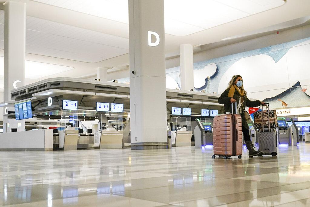 Canadian PM announces hotel quarantine measures for air travelers