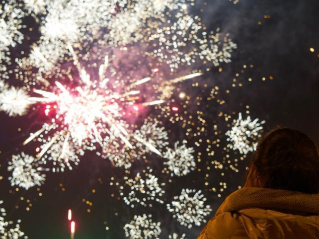 Dazzling fireworks welcome new year across China