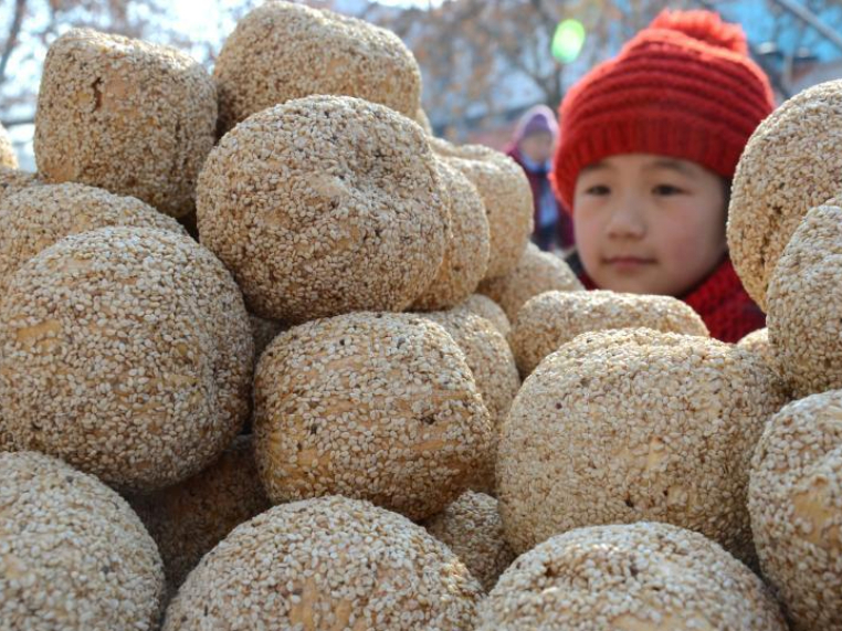People across China make a variety of snacks during Lunar New Year