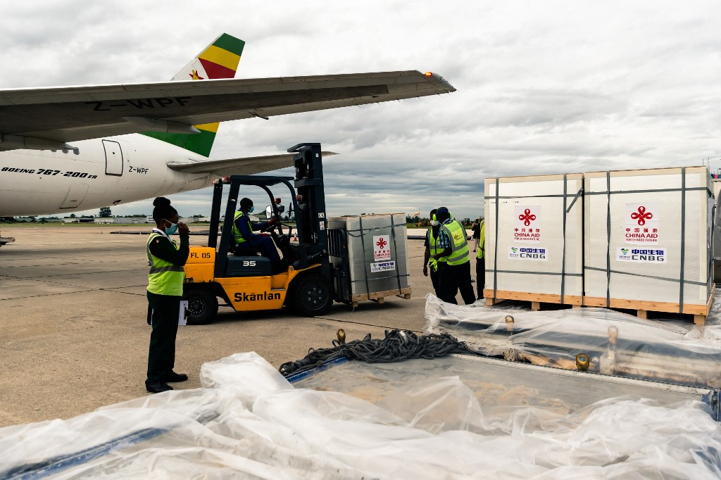 Zimbabwe receives its first batch of COVID-19 vaccines from China