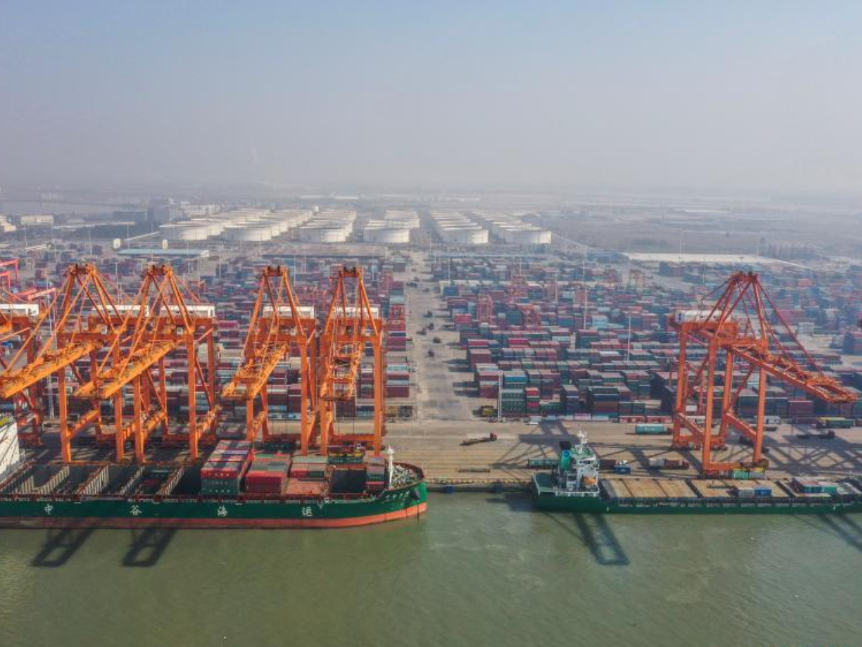 China's cargo throughput sees stable growth in 2020