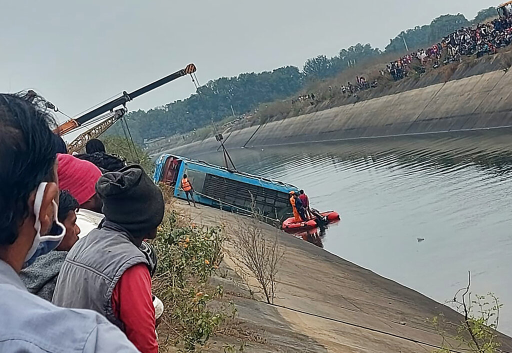 Death toll in India bus plunge rises to 45