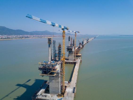 Meizhou Bay cross-sea bridge of Fuzhou-Xiamen high-speed railway under construction