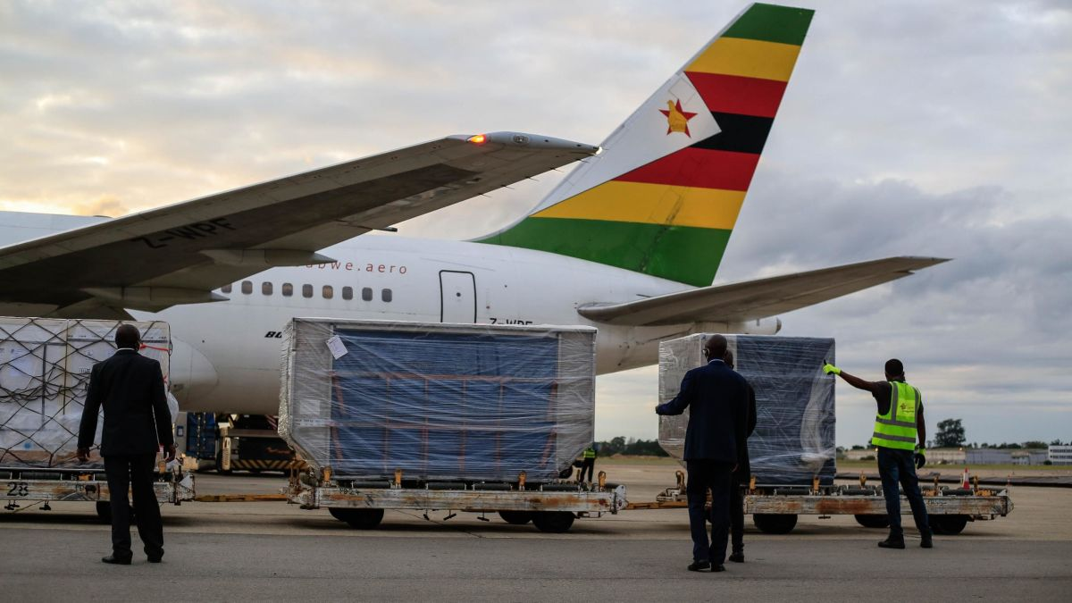 Zimbabwean president receives 200,000 COVID-19 vaccines donated by China