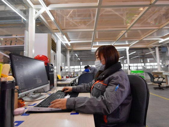 Production workers stay put at working position during Spring Festival