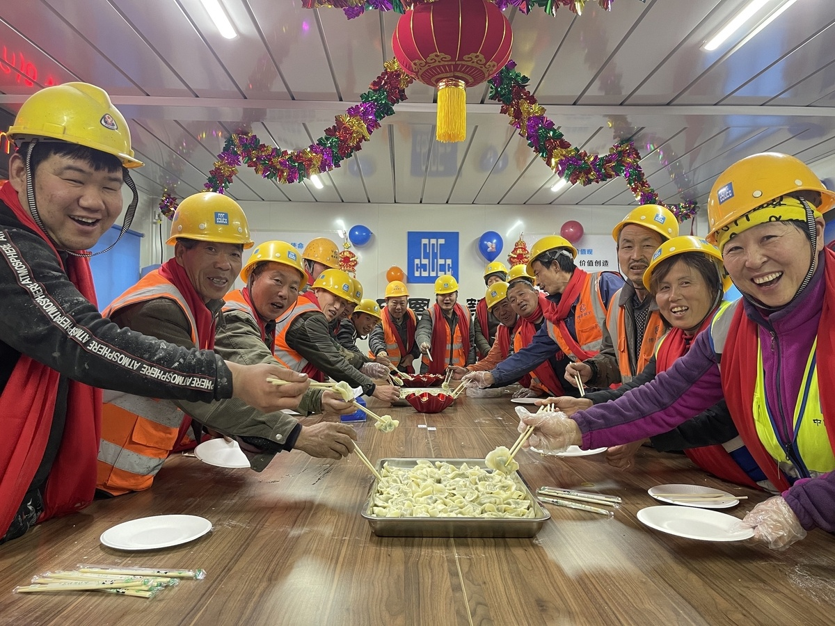 Beijing provides grants for migrant workers who stay put over holiday
