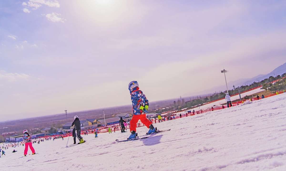 People around China enjoy winter sports for Spring Festival thanks to favorable policies
