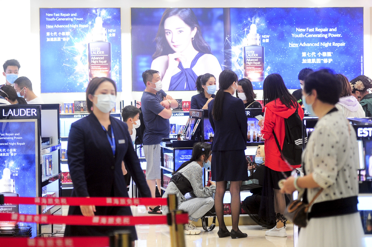 Consumption rebound sees malls packed