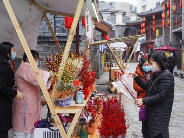 China's retail and catering sales volume jumps 28.7% during Spring Festival: MOFCOM