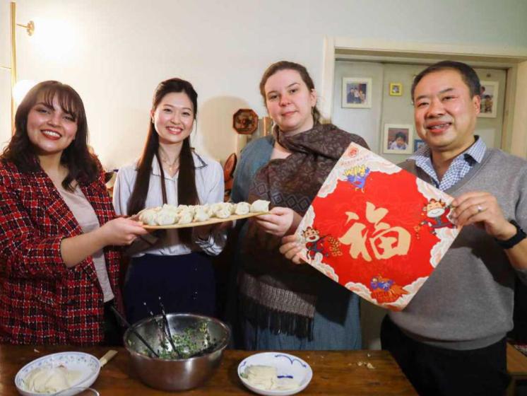 International teachers, students taste Spring Festival flavor
