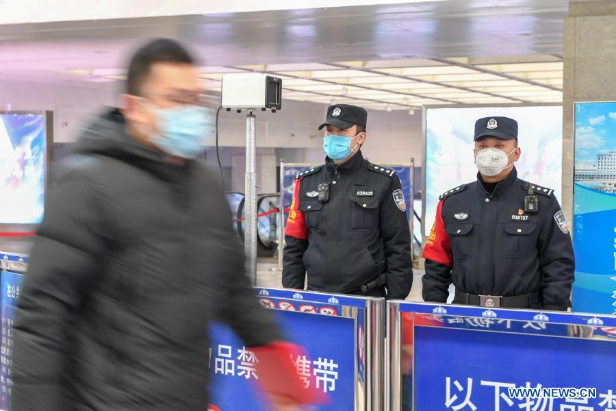 Chinese police endeavor to safeguard public security during holiday travel rush