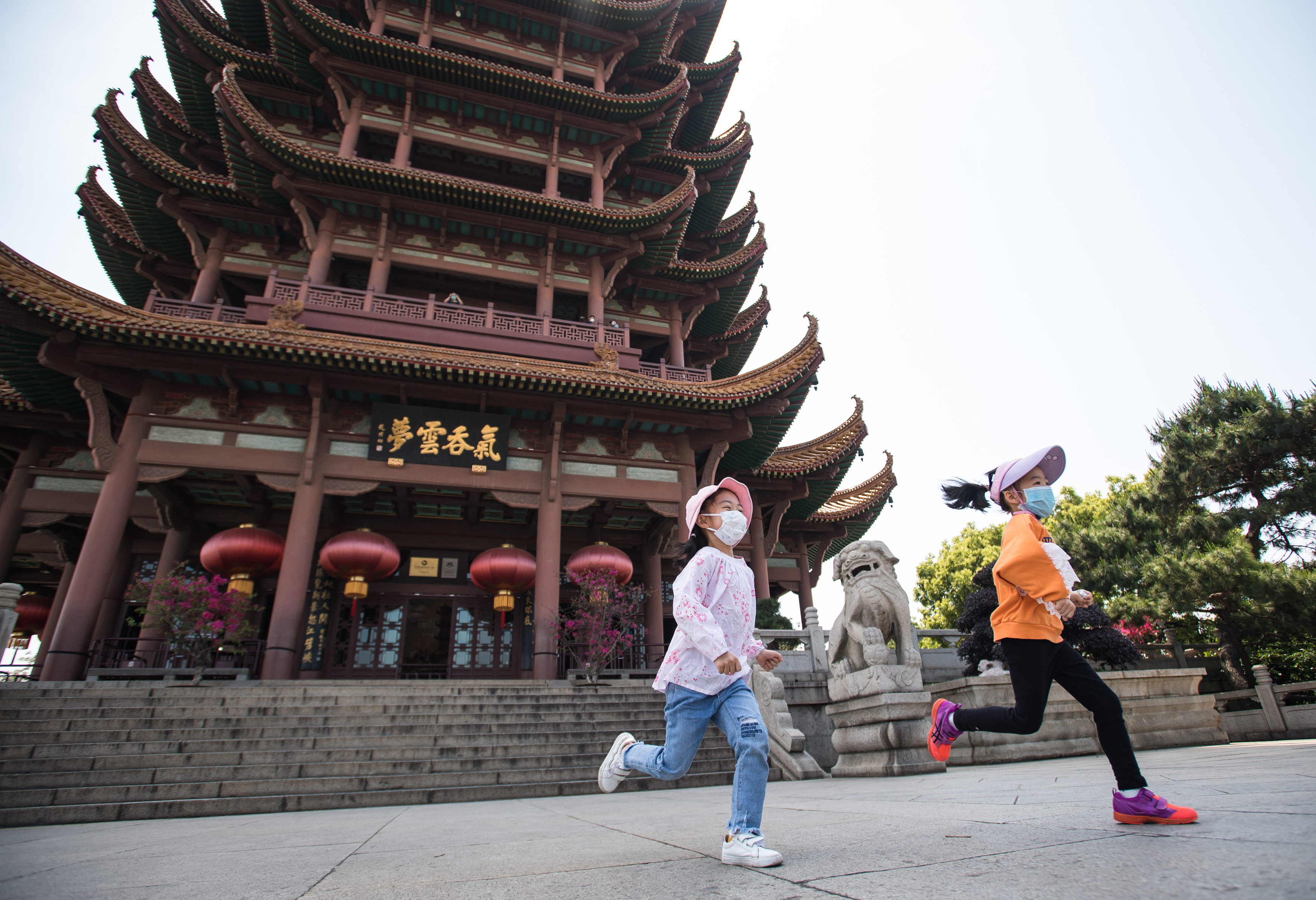 China's domestic tourism shrinks in 2020 amid COVID-19 epidemic