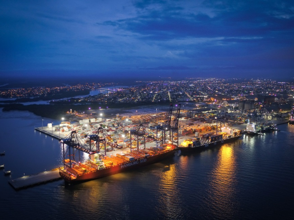 Chinese companies bring changes to a Brazilian old port