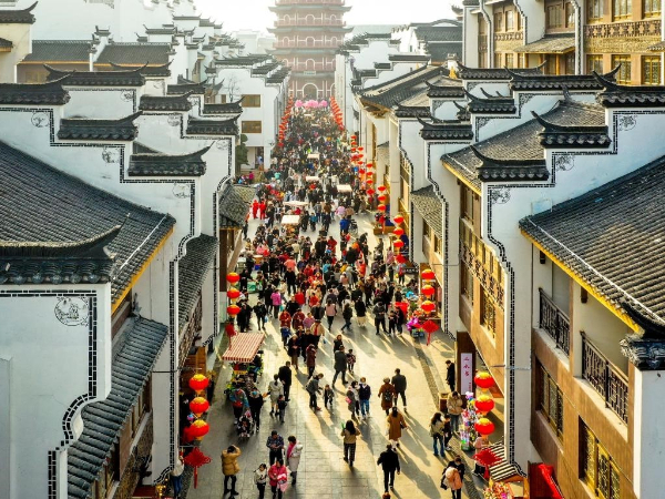 'Stay-put' Spring Festival sparks consumption boom