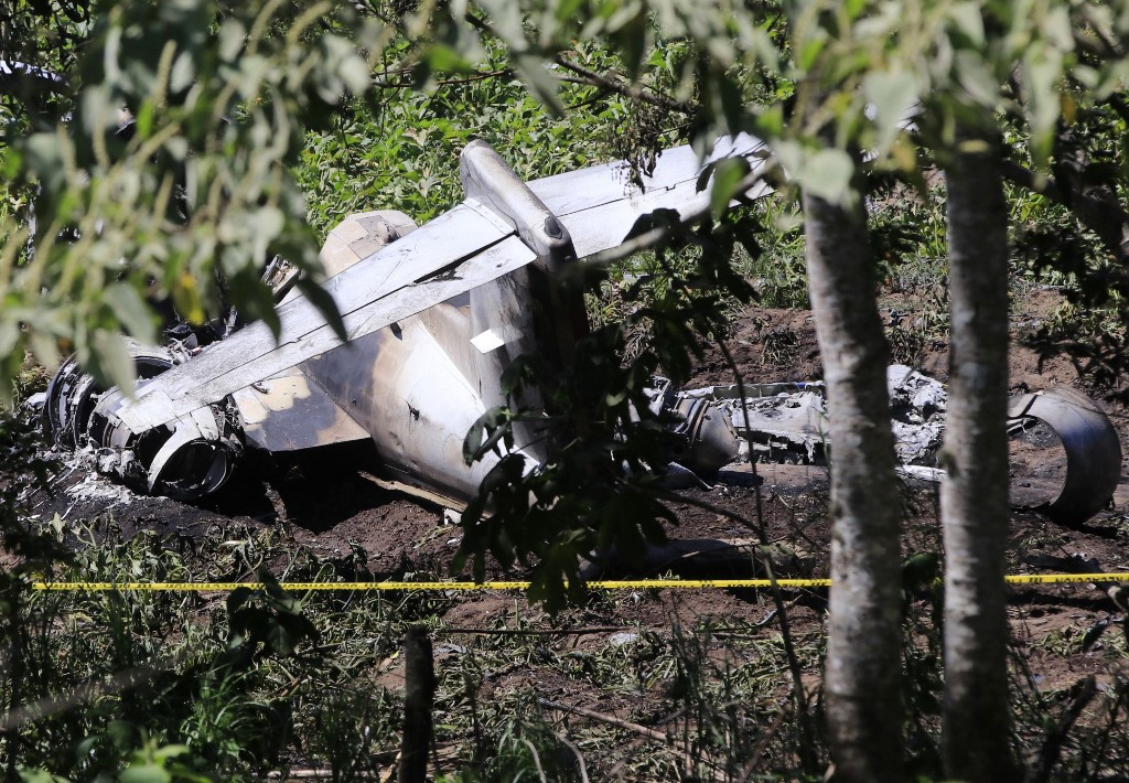 Six Mexican military personnel killed in air crash