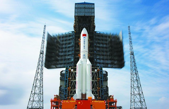 Chinese rocket for space station mission transported to launch site