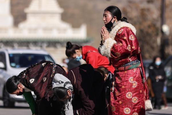Tibetan New Year draws more tourists to Northwest China