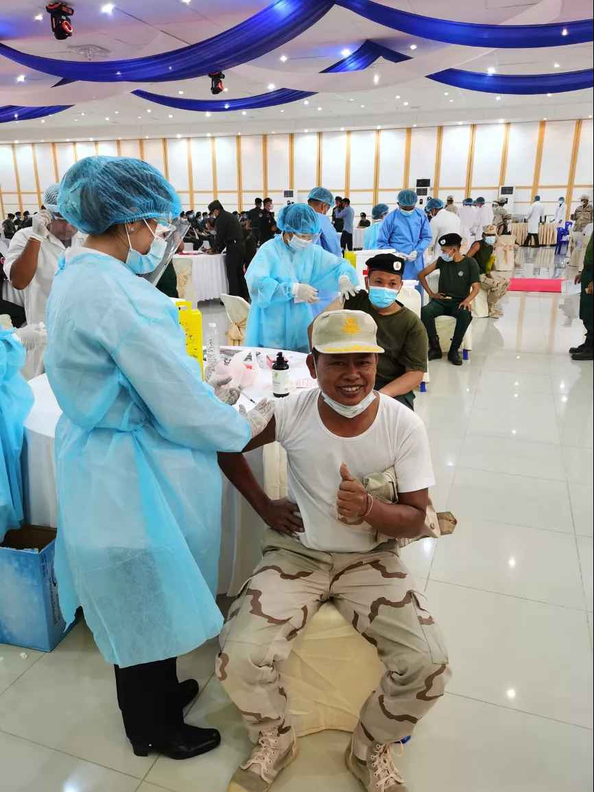 Cambodian troops inoculated with Chinese COVID-19 vaccines