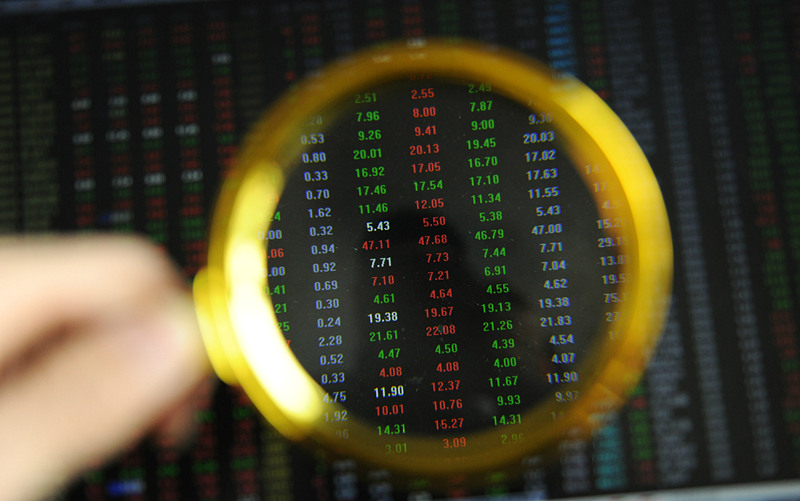 Chinese shares lower at midday Wednesday