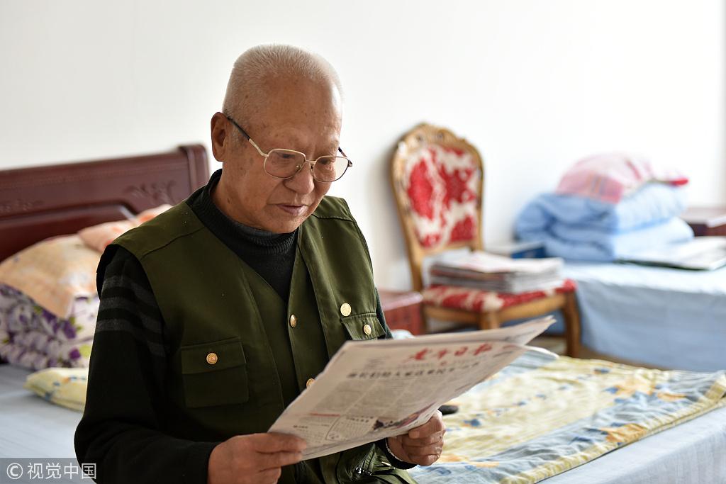 Beijing walks elderly gently to smart mode