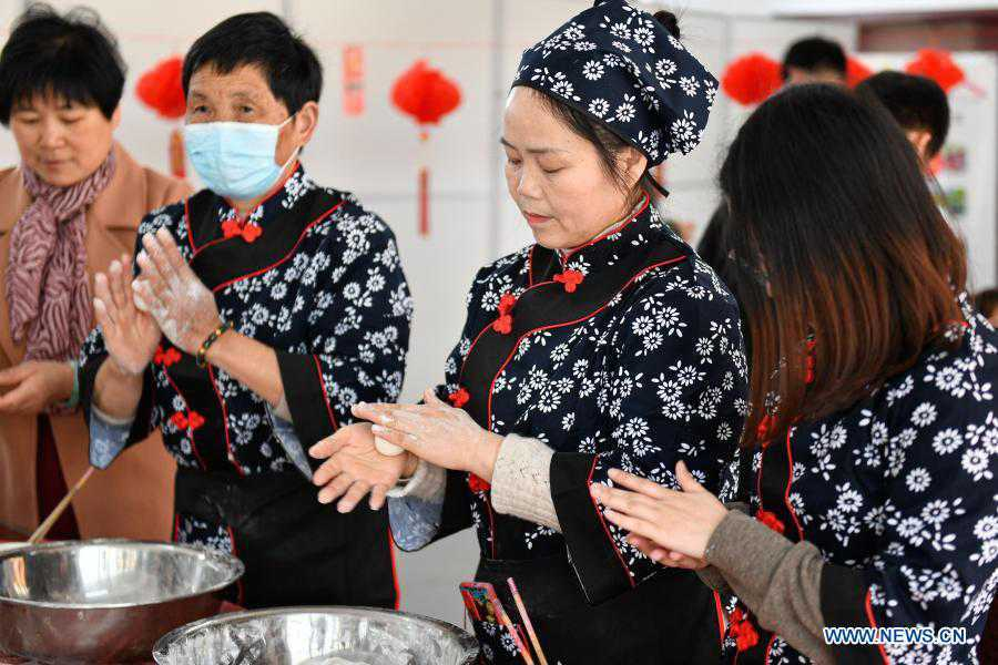 Various activities held across China to greet upcoming Lantern Festival