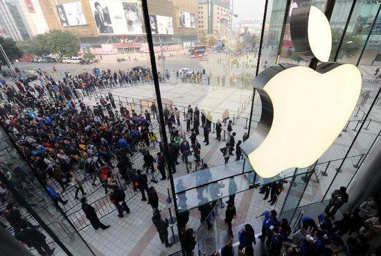 Apple tops global smartphone sales in Q4