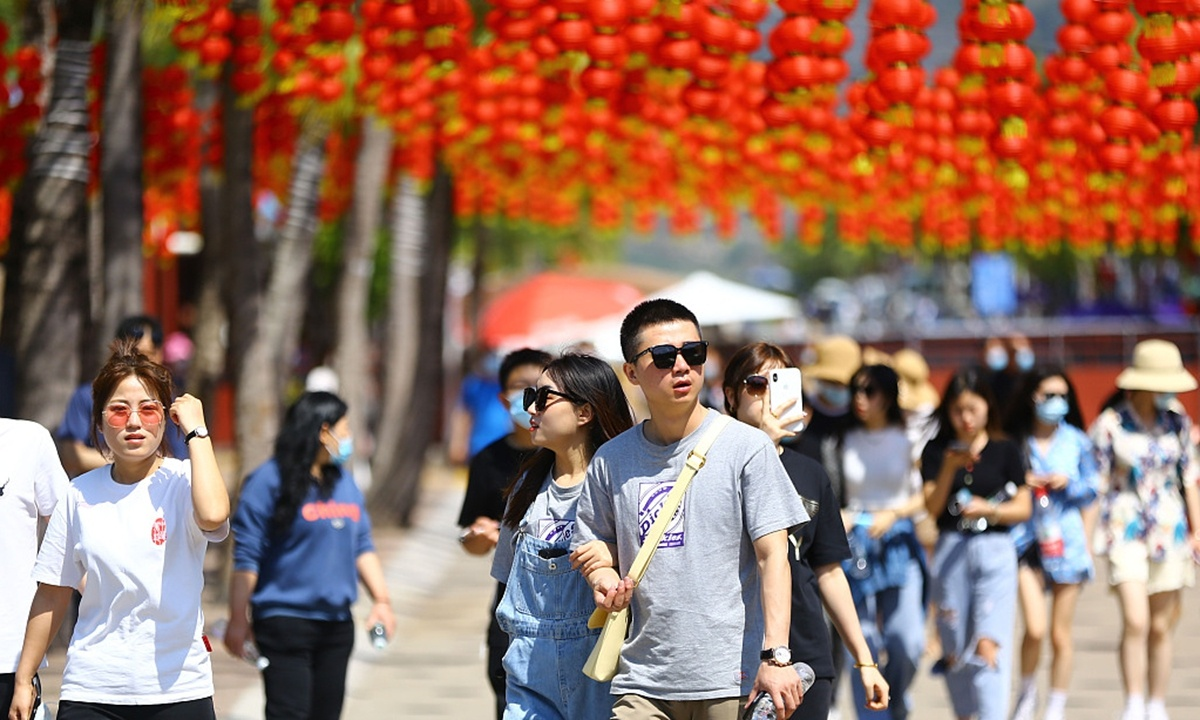 China's Spring Festival holiday tourism income recovers to 58.6% of pre-virus level
