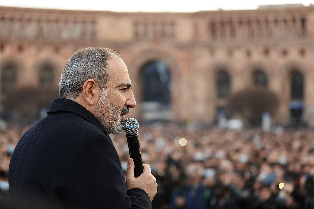 Armenian prime minister calls for consultation to end political tension