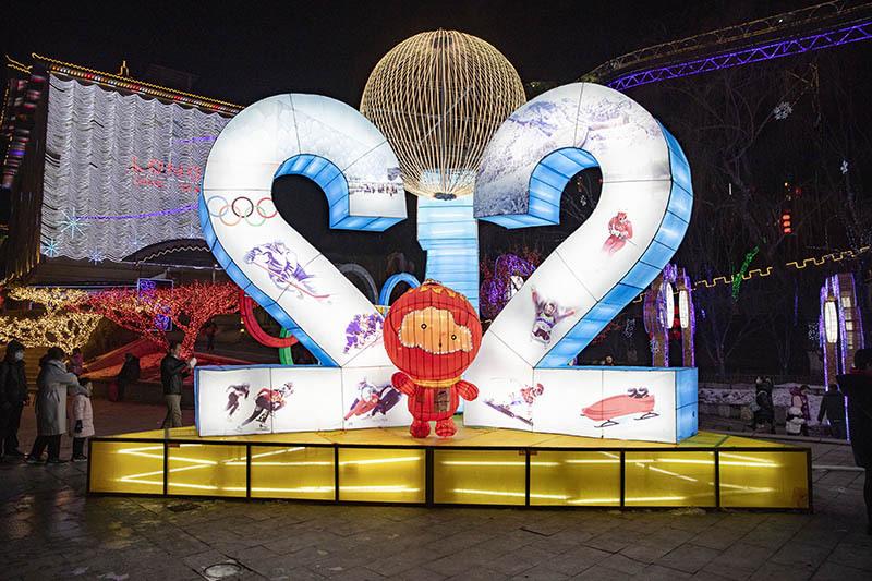 Winter Olympics theme shines at Ice Lantern Festival in Beijing